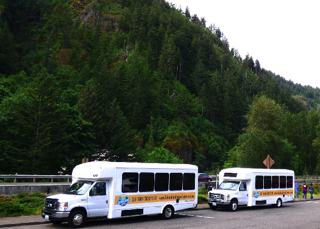 buses in front of Multnomah Falls